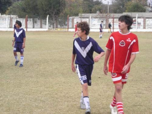 Agsutín juando un clásico en el 2009